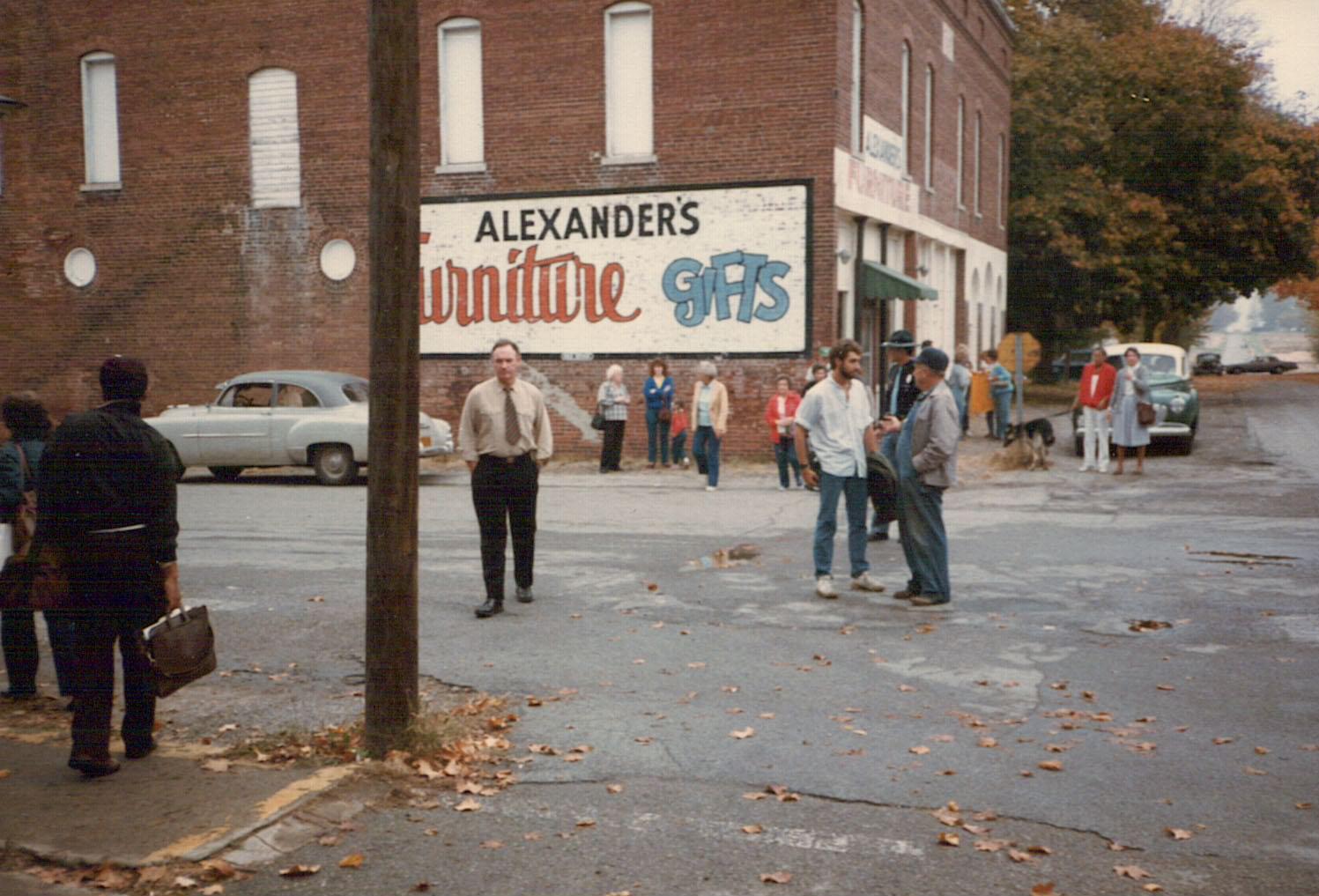 Gene Hackman waits for filming to begin, October 18, 1985.