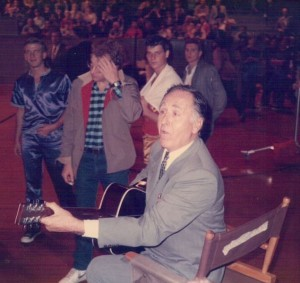 Sheb Wooley entertains the crowd during some downtime in the filming of the Oolitic game.